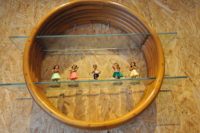 Rattan circle shelf