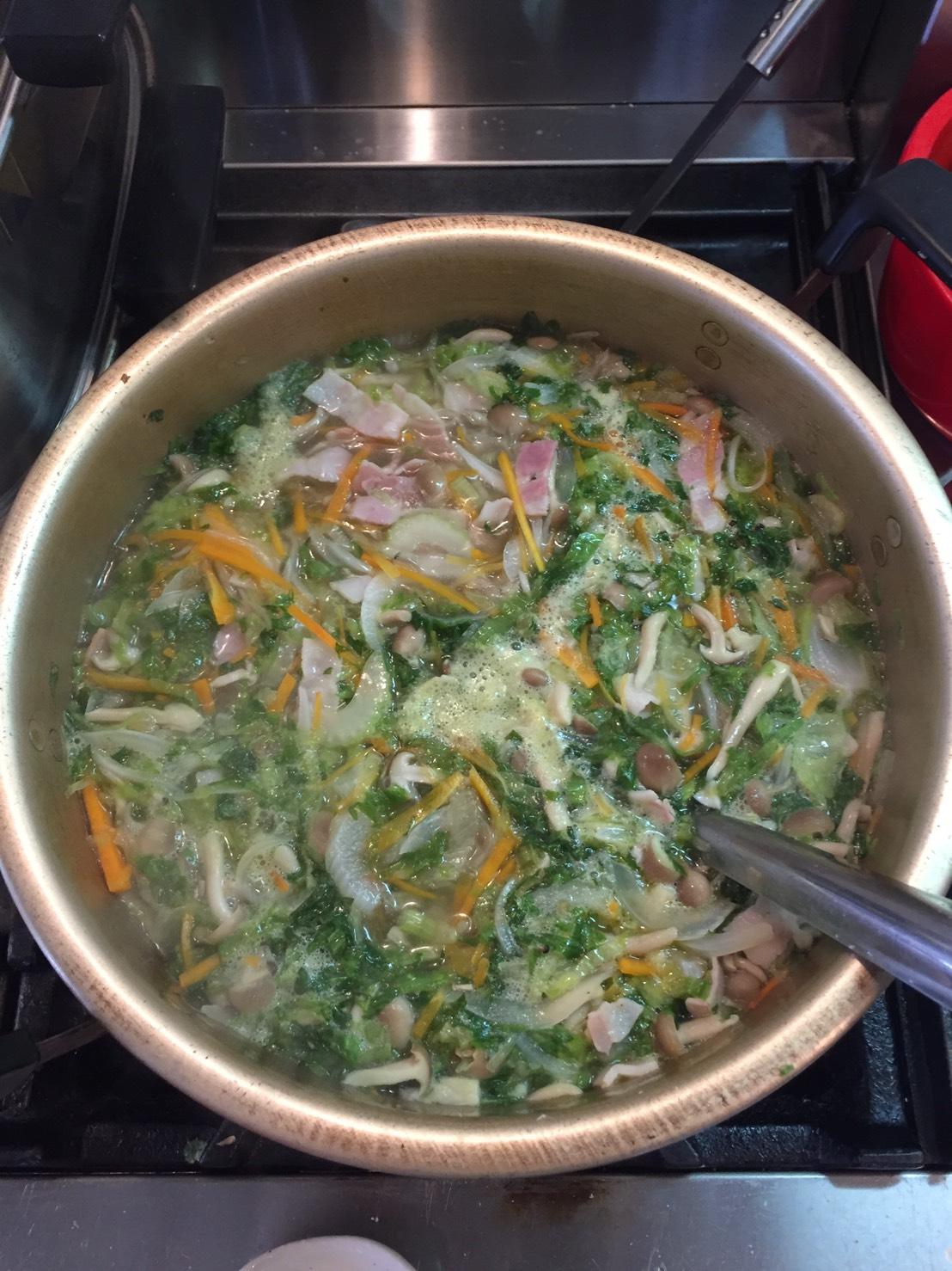 今回の特製スープは、シンプルだけれど旨味たっぷりの、春野菜スープ。