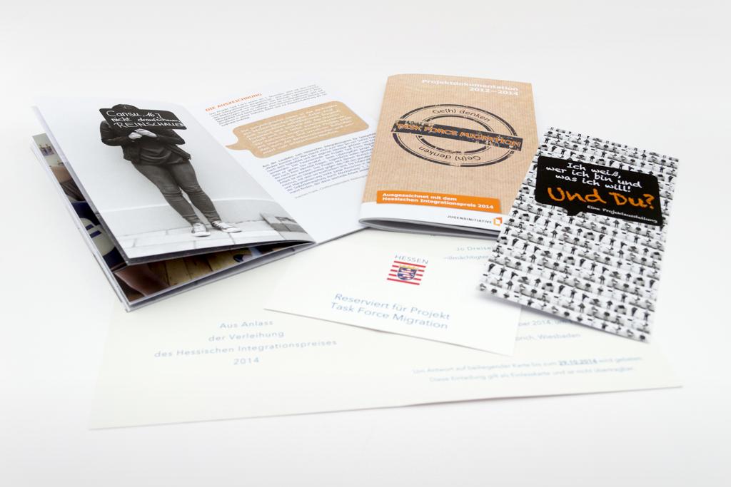 Projektdoku und Flyer zur Ausstellung Task Force Migration