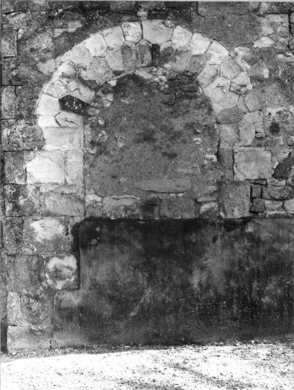 bras droit du transept - porte murée