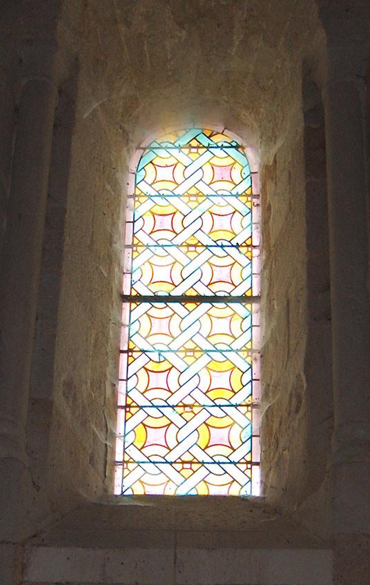 vitrail au fond de la nef