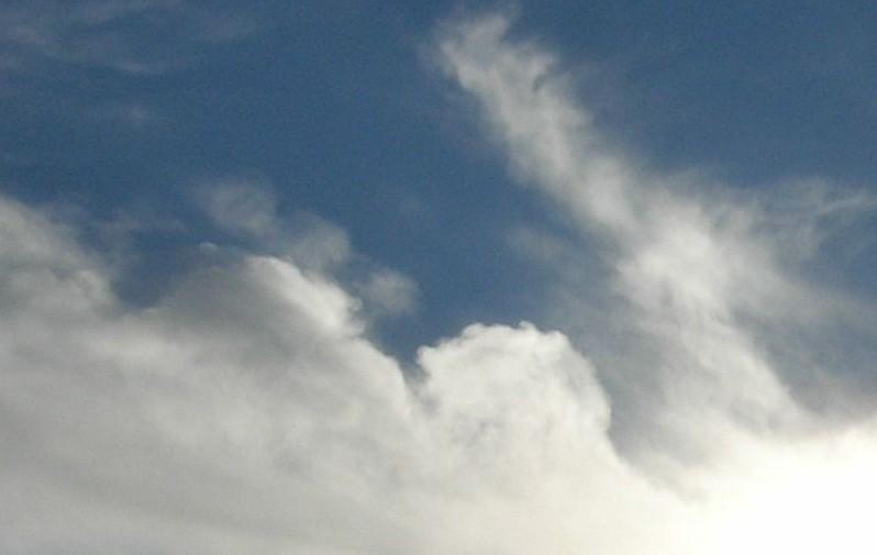 """In der mittleren Wolke hatte sich """"etwas"""" versteckt und blies große Rauchkringel heraus. Gigantisch!"""