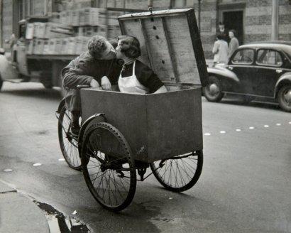 Le baiser : ROBERT DOISNEAU 1950