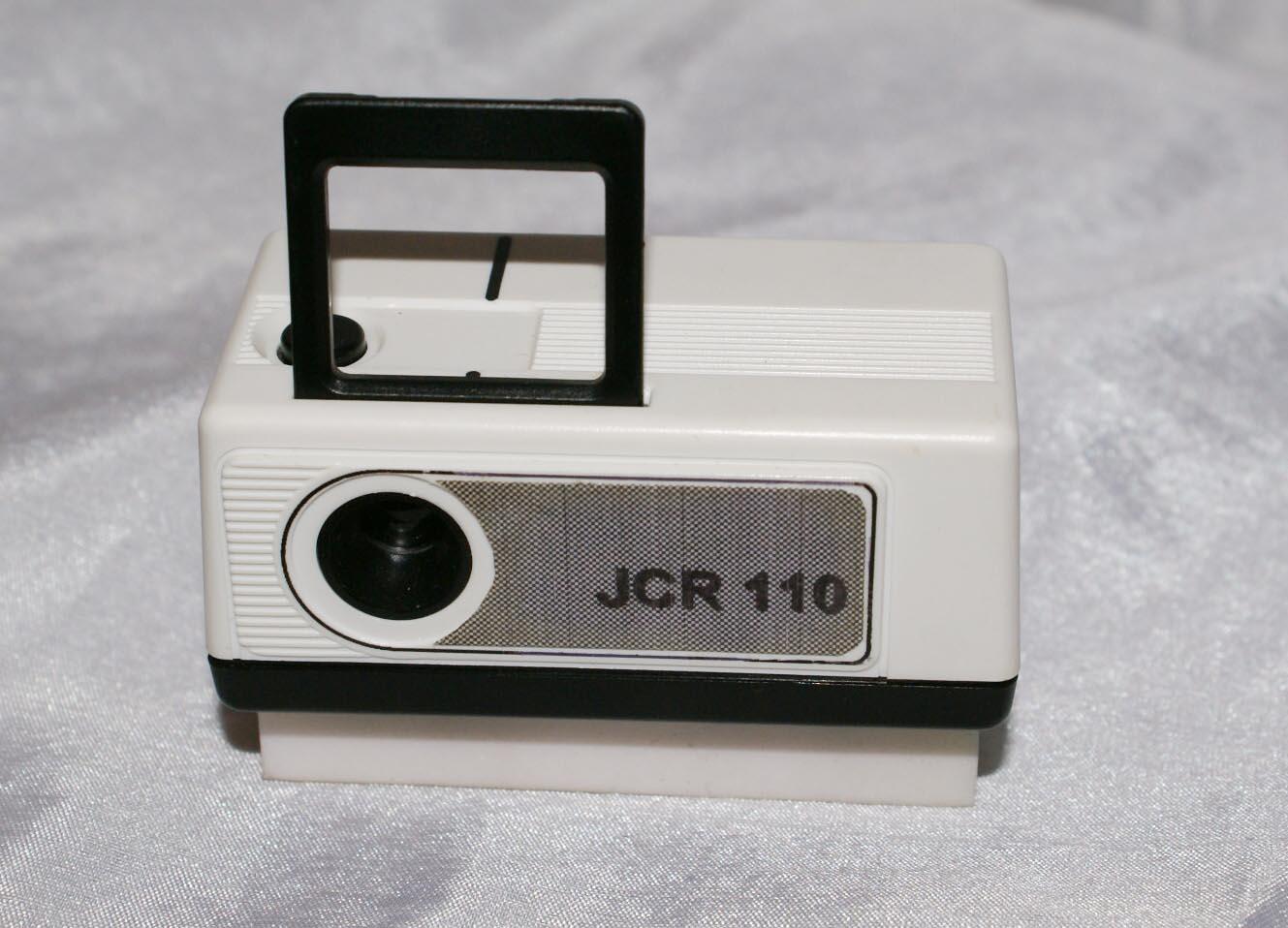 un appareil très bon marché, il suffisait d'encliquer le chargeur 110 derrière le boîtier