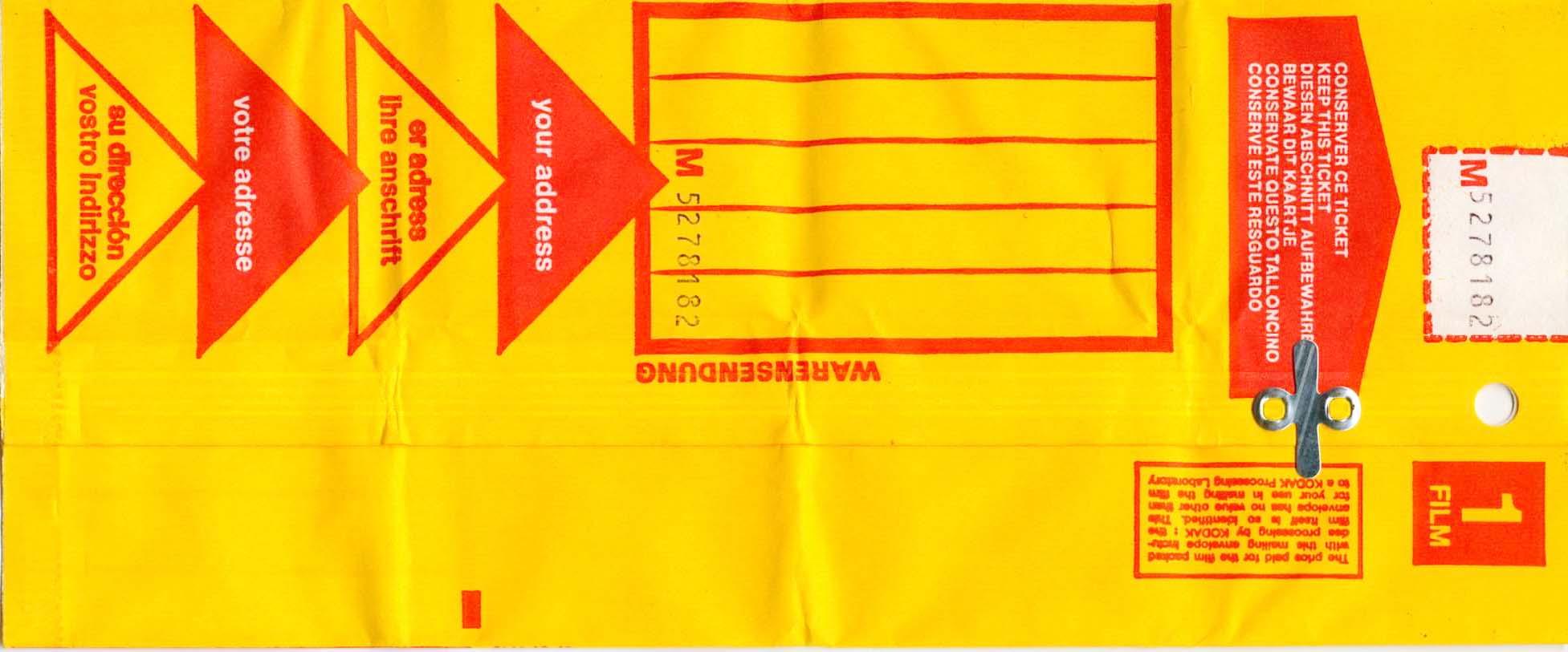 on mettait la pellicule dans la fameuse enveloppe jaune et on attendait ....inquiet !