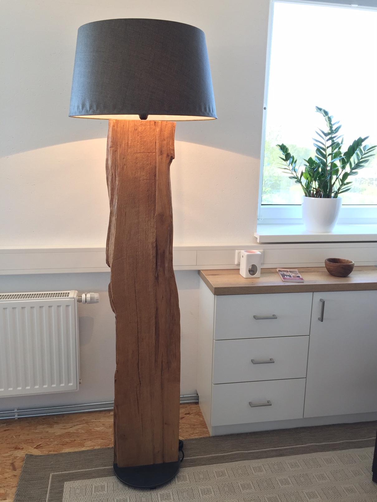Lampe mit Eichenholz