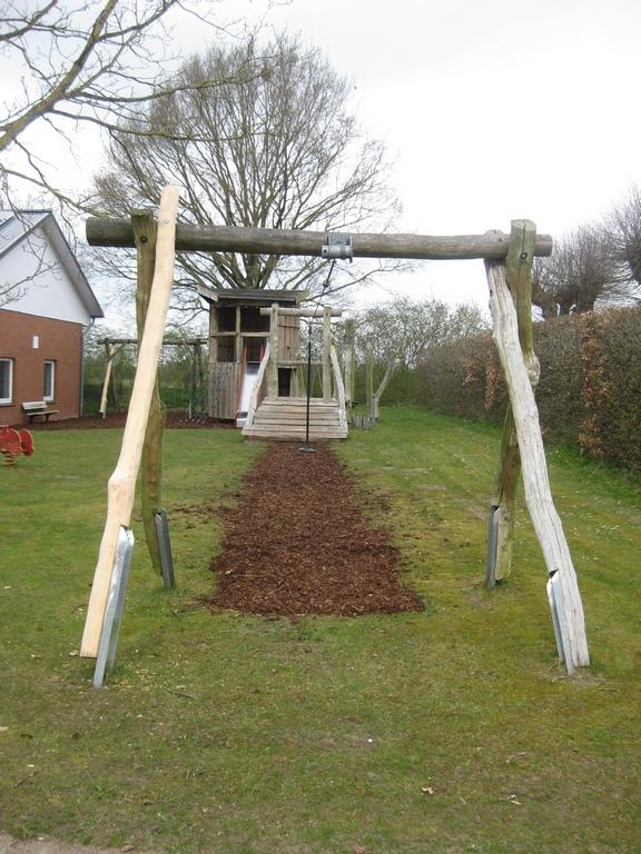 Fachbeitrag: Robinienholz auf Spielplätzen