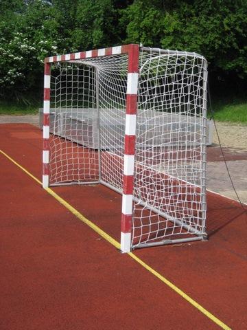 Umkippende Handballtore