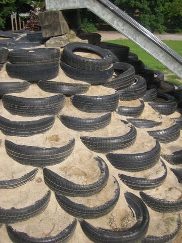 Reifen als Hangsicherung - auch Schadstoffthema