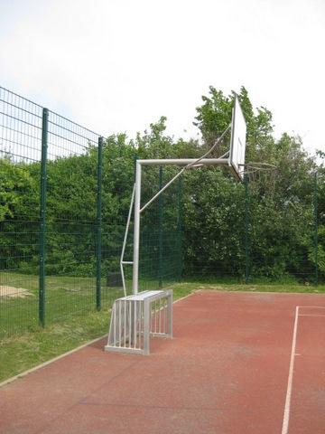 Basketballkorb in Kombination mit Tor