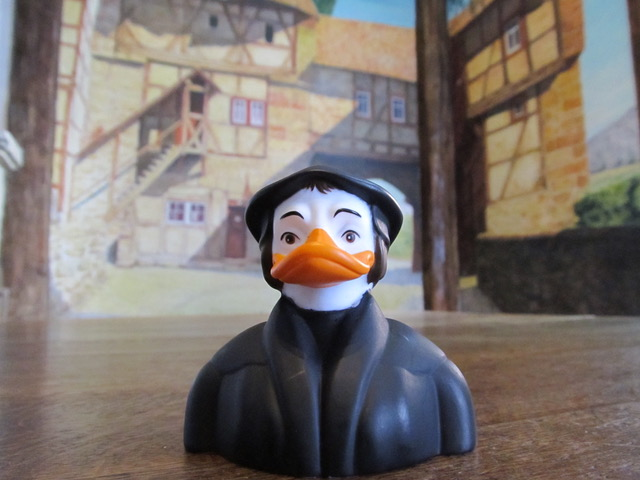 War LUTHER wirklich so EITEL? Niemand wird in der Renaissance so häufig dargestellt wie Martin Luther. Unsere Martin Luther-Badeente beruht auf echten historischen Vorlagen!
