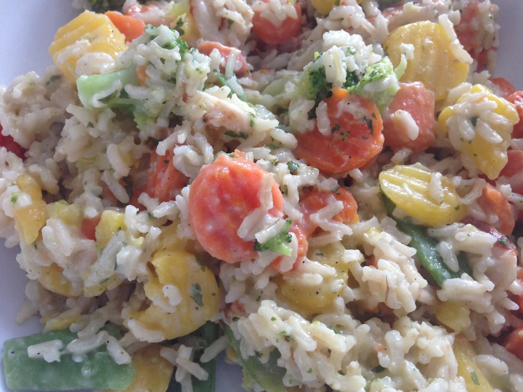 Gemüsepfanne mit Hähnchenbrust und Vollkornreis