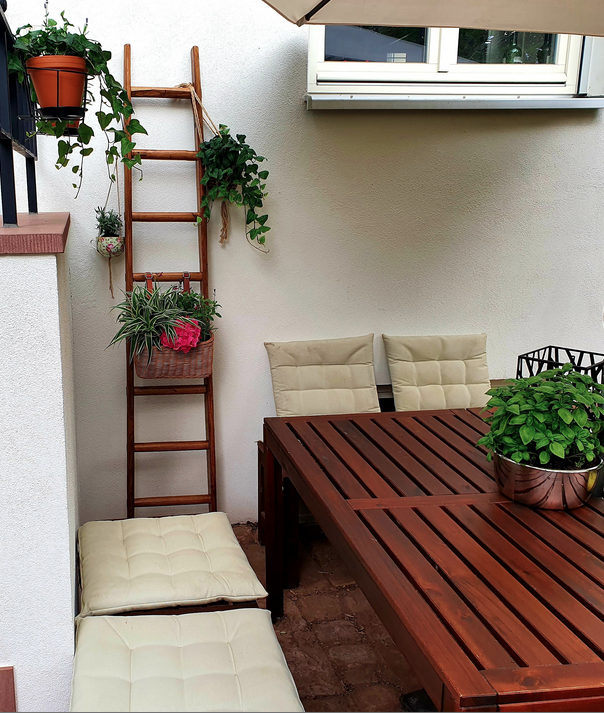 I am absolutely happy with this beautiful ladder. This is really great craft and makes our sitting area in the courtyard so cosy! 😍 - Silke