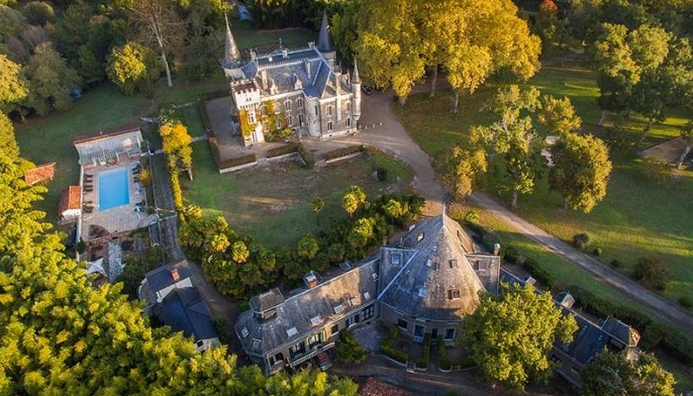 Les gîtes et le château du domaine belle epoque à Linxe 40