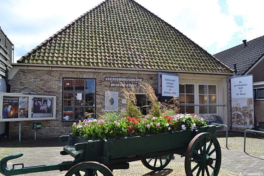 """<img src=""""image.jpg"""" alt=""""Het Cultuurhistorisch Museum """"De Waelstee"""" in De Waal op Texel"""">"""