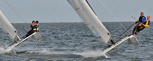"""<img src=""""image.png"""" alt=""""Catamaran in actie ten noorden van De Cocksdorp op Texel"""">"""