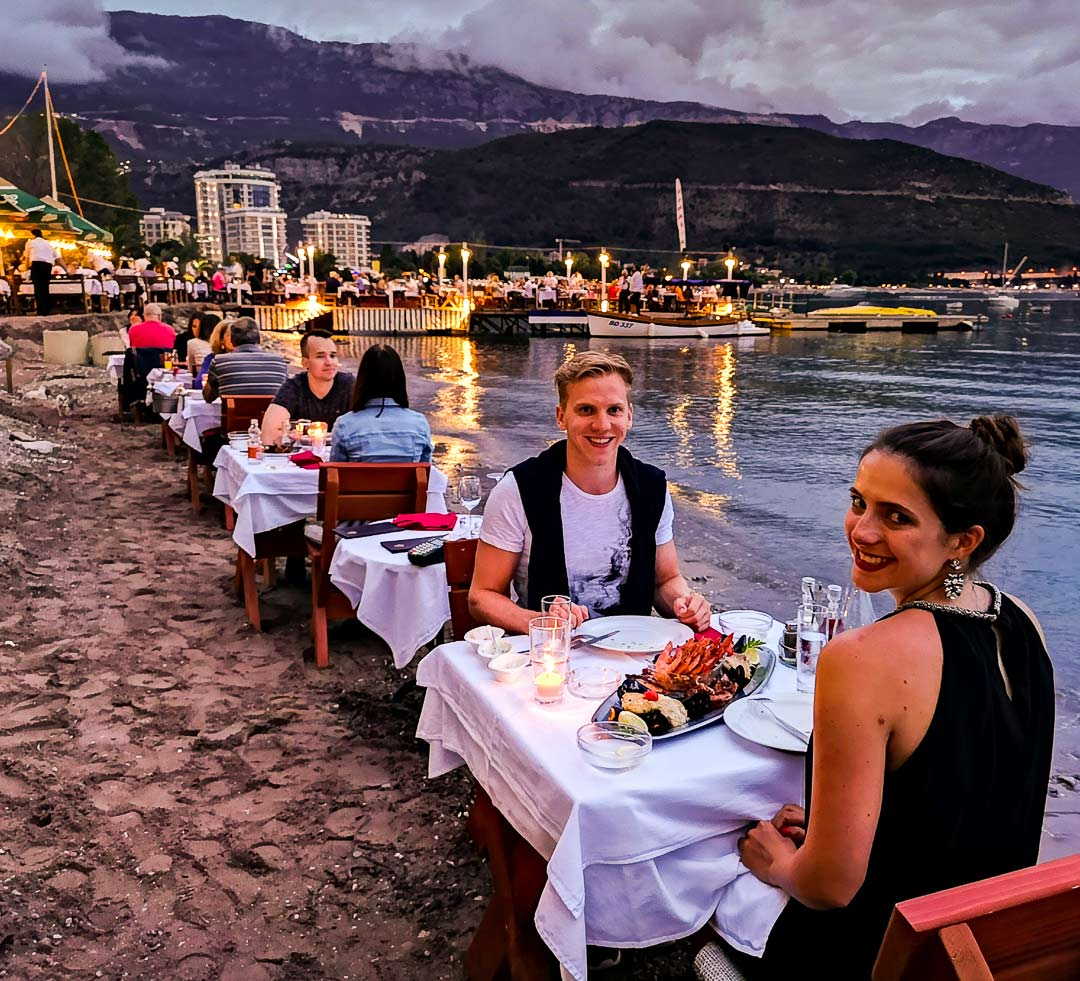 Essen direkt am Meer in Budva