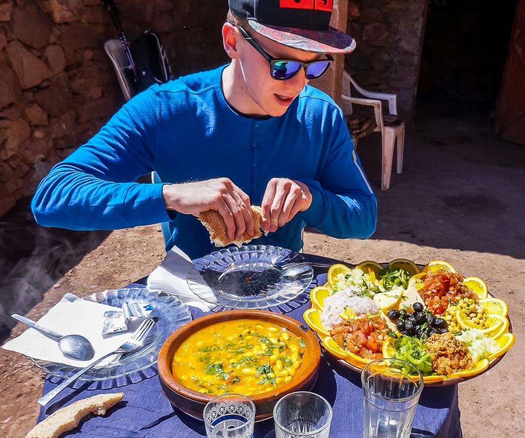Essen auf der Wanderung im Atlas Gebirge