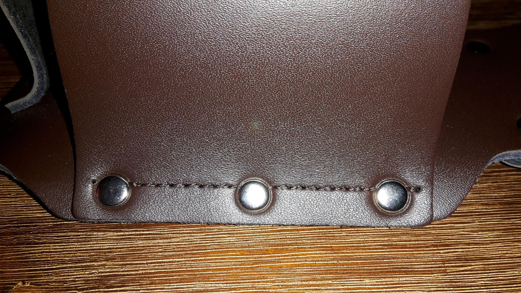 Stabile Nylonfäden und Metallnieten