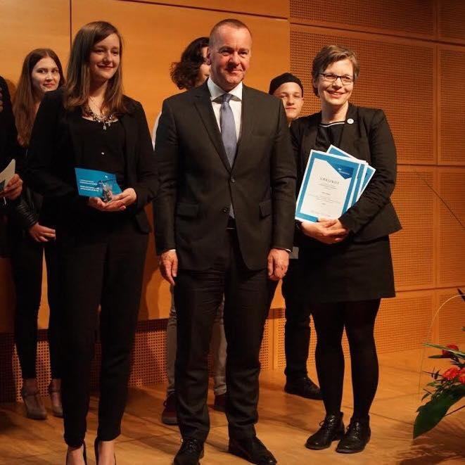 Cutting-Queen Alina Schilling, Innenminister Boris Pistorius und Monika Dehmel