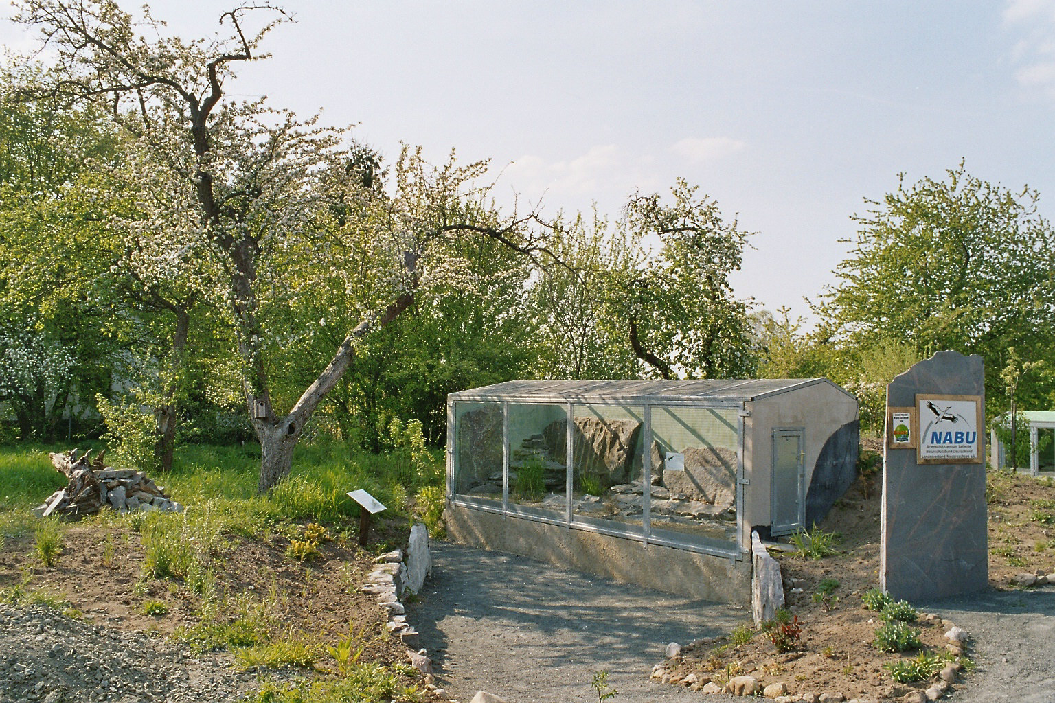 Freilandterrarium für wechselnde Reptilien, z.Zt. Riesenschlangen