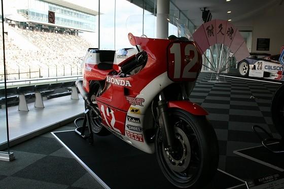 1982年ホンダNR500(2X)鈴鹿200Kmロードレース優勝車 オーバルピストンNR初優勝