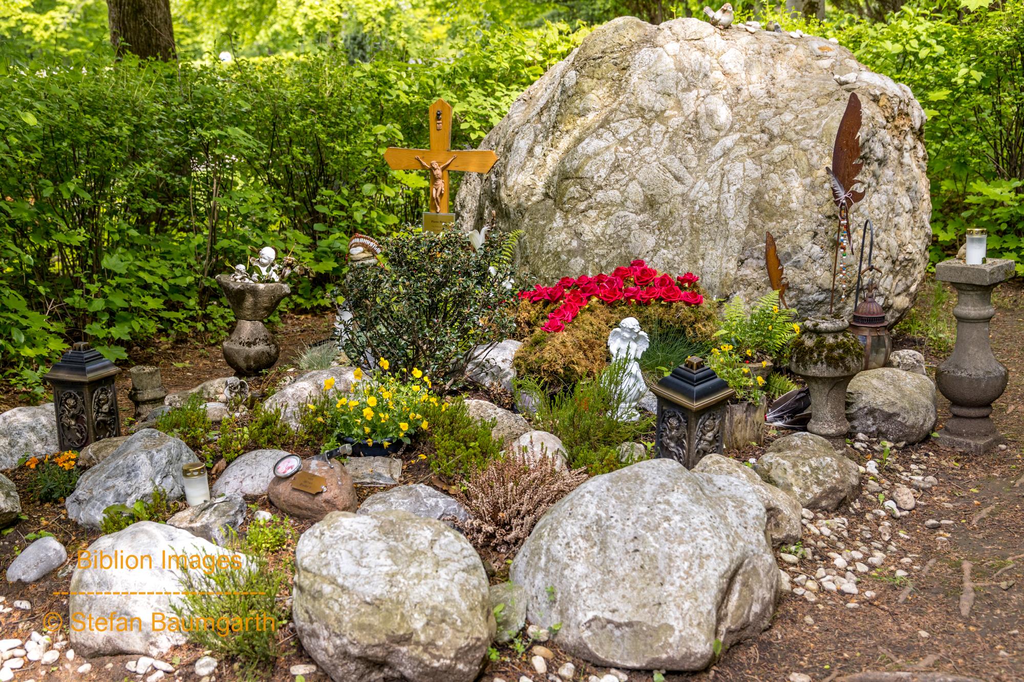 Das Grab von Winnetou (Pierre Brice) auf dem Friedhof in Gräfelfing b. München.