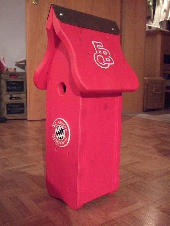 Art-Nr. 024 - Nistkasten - FC Bayern München / Massivholz