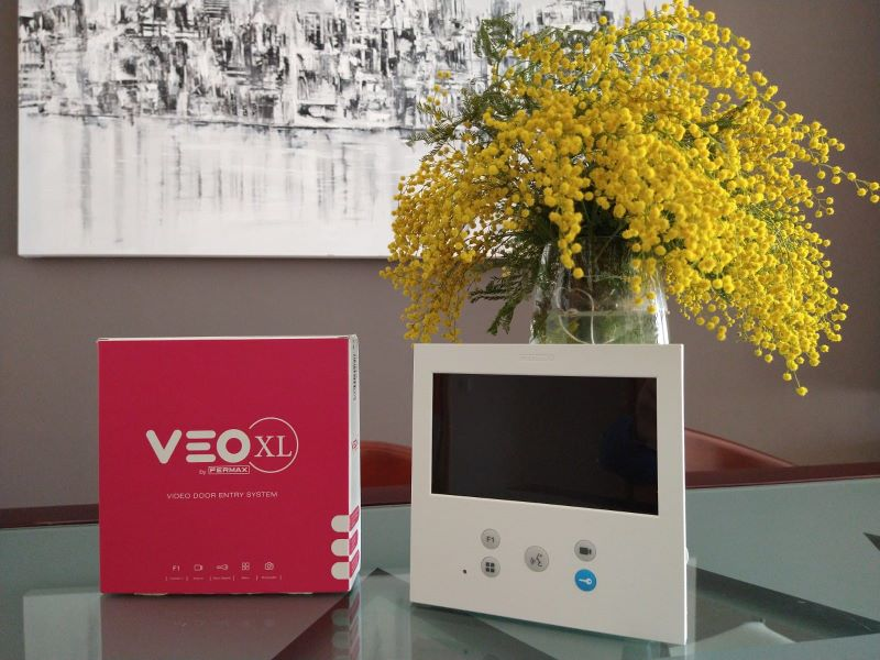 La primera instalación del nuevo monitor VEO-XL de Fermax