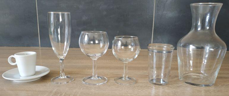 100 Verres à eau, à vin, flûtes, tasse à café