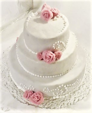 Hochzeitstorte mit Rosen und royal icing