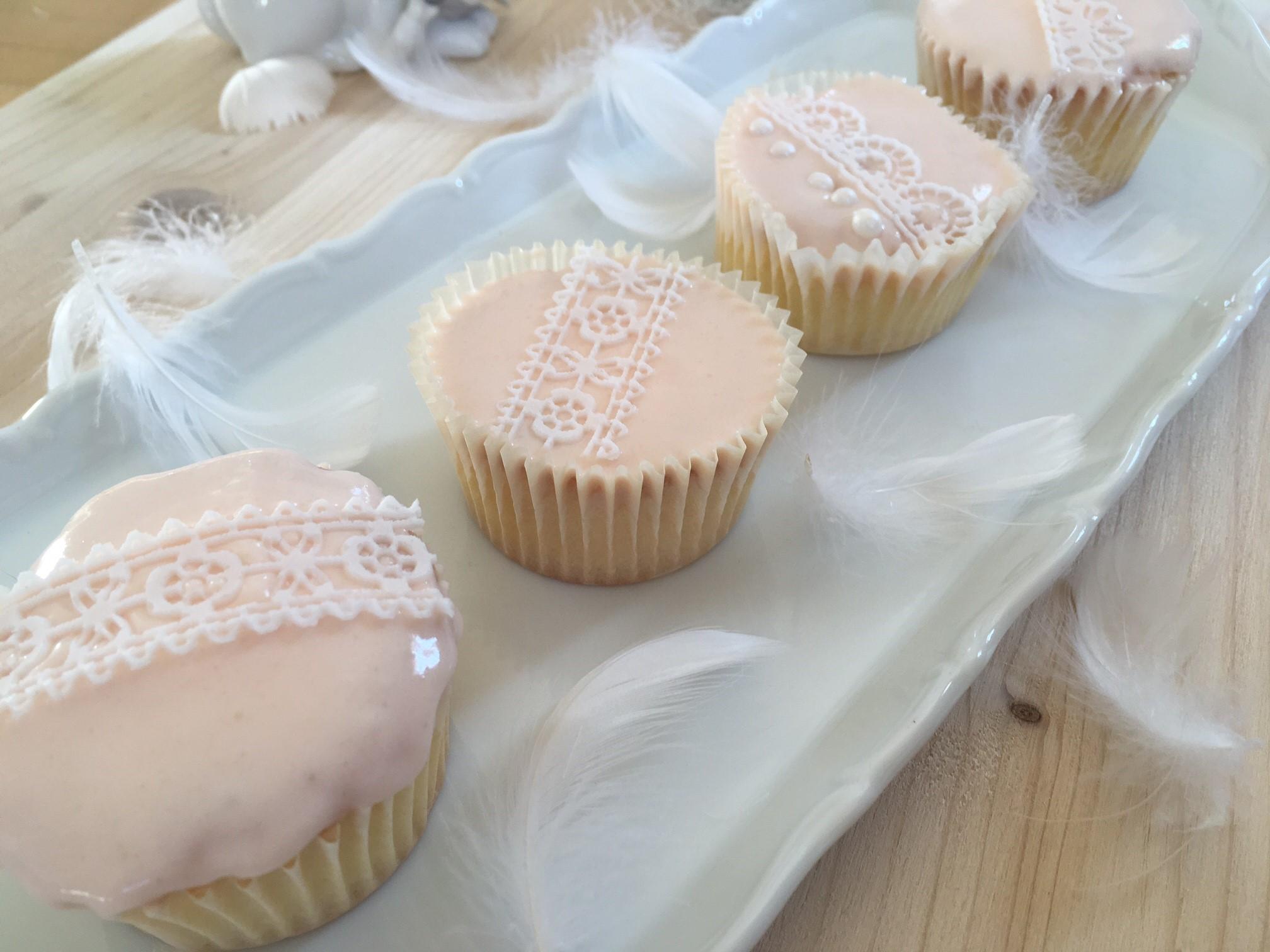 Cupcakes mit Spitzenband