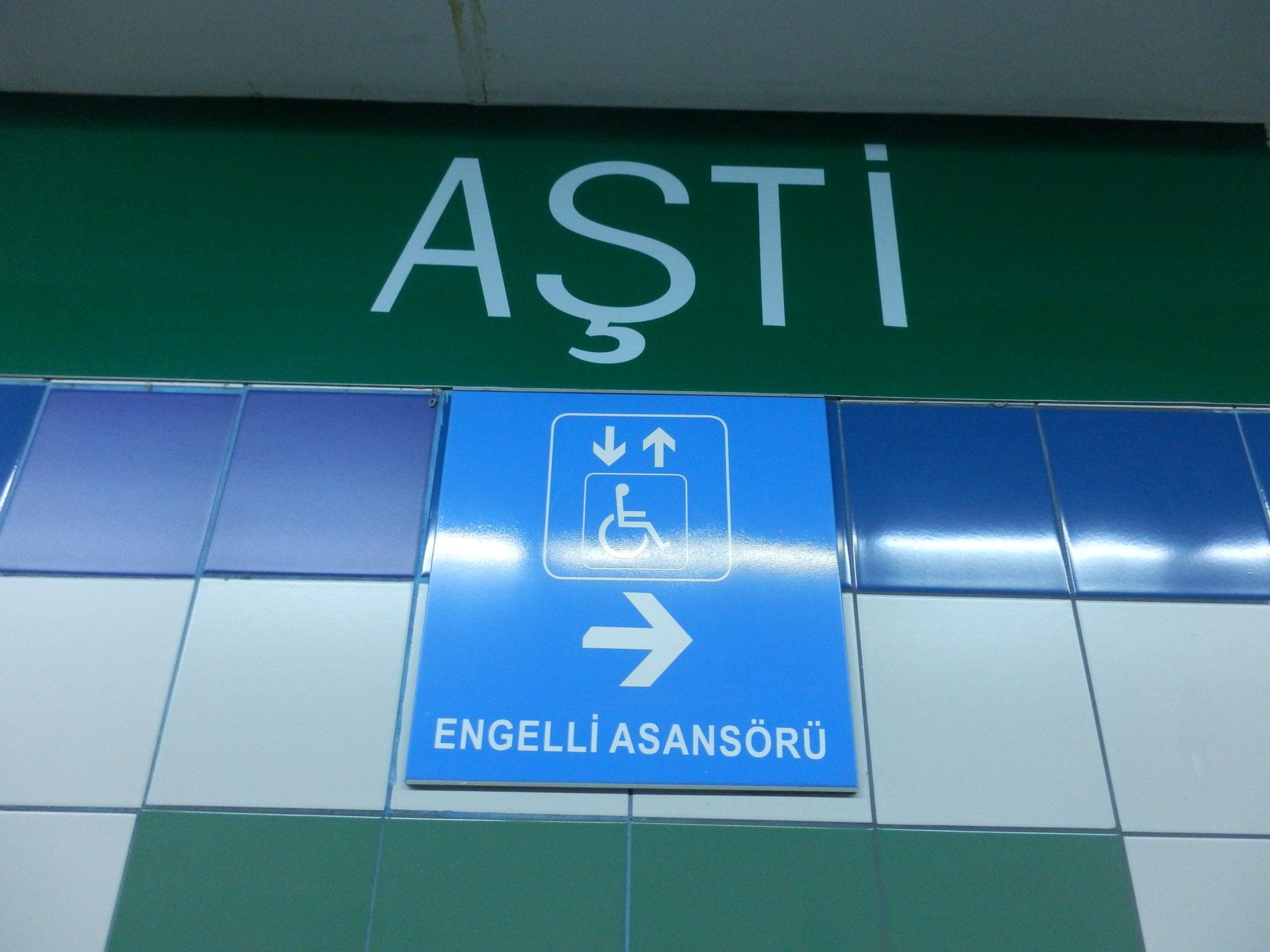 アンカラ交通局 身体障碍者用エレベーター