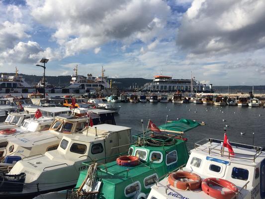 Çanakkale  海峡と小型漁船