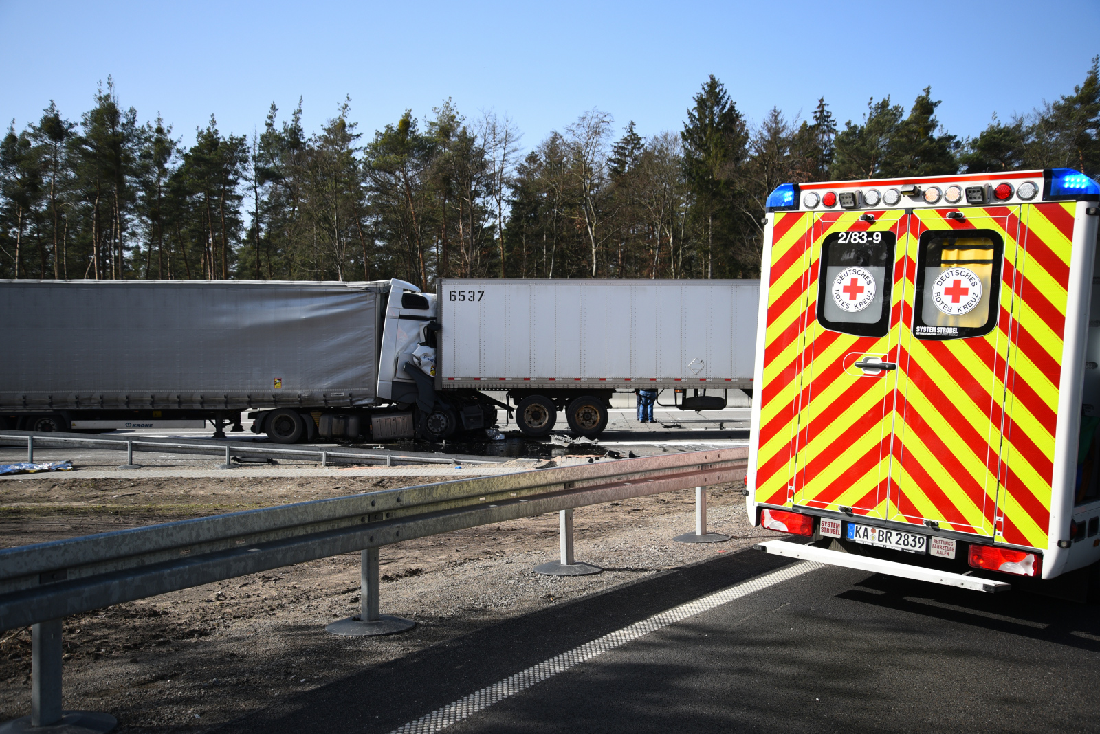 Kronau: Lkw-Unfall am Stauende - A5 voll gesperrt