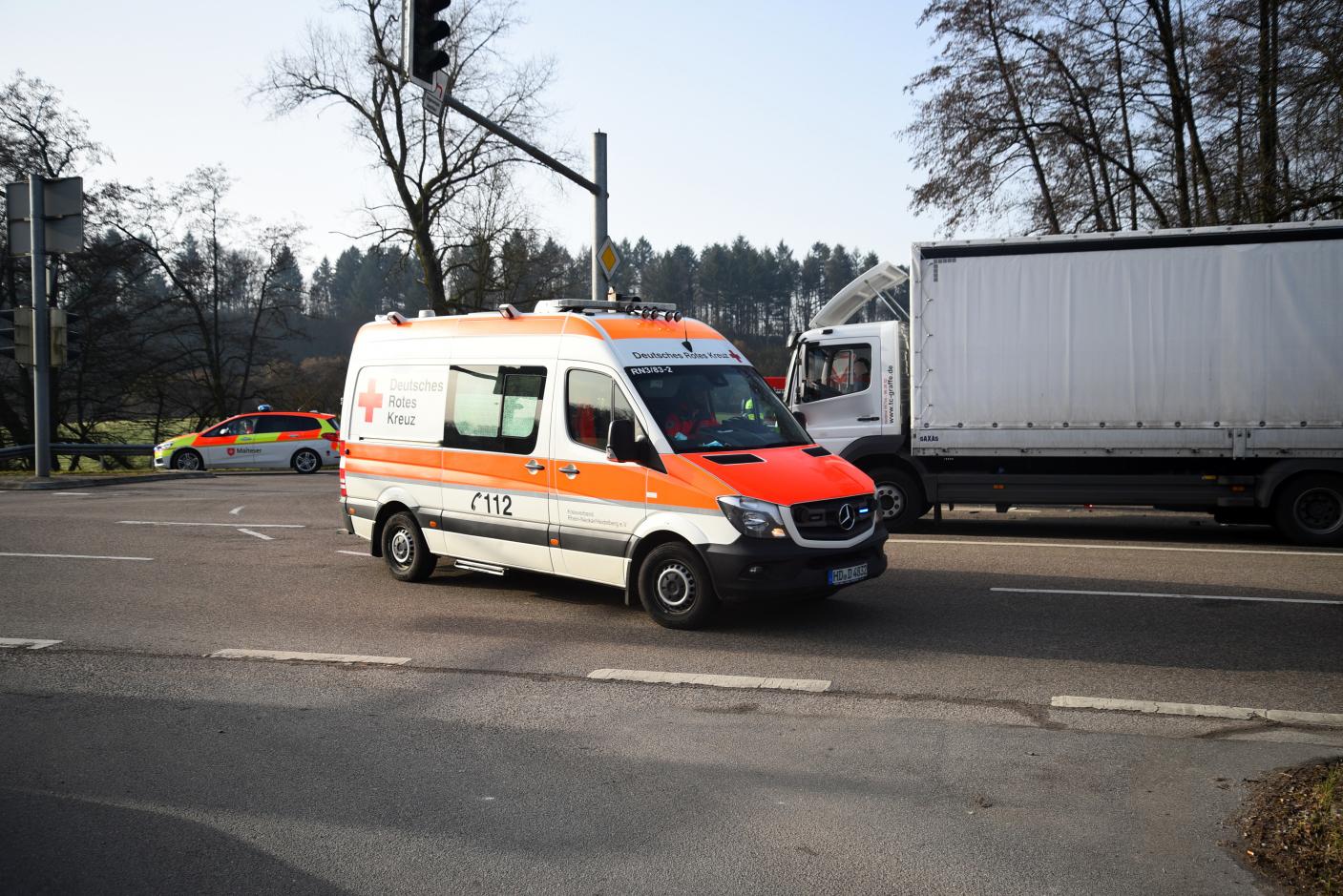 Bammental: Schwerer Verkehrsunfall auf B 45, Auto kollidiert mit Lkw - zwei Verletzte