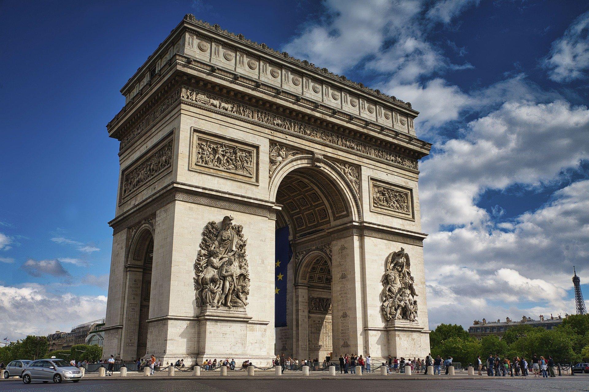 Countdown bei Verhüllung des Pariser Triumphbogens