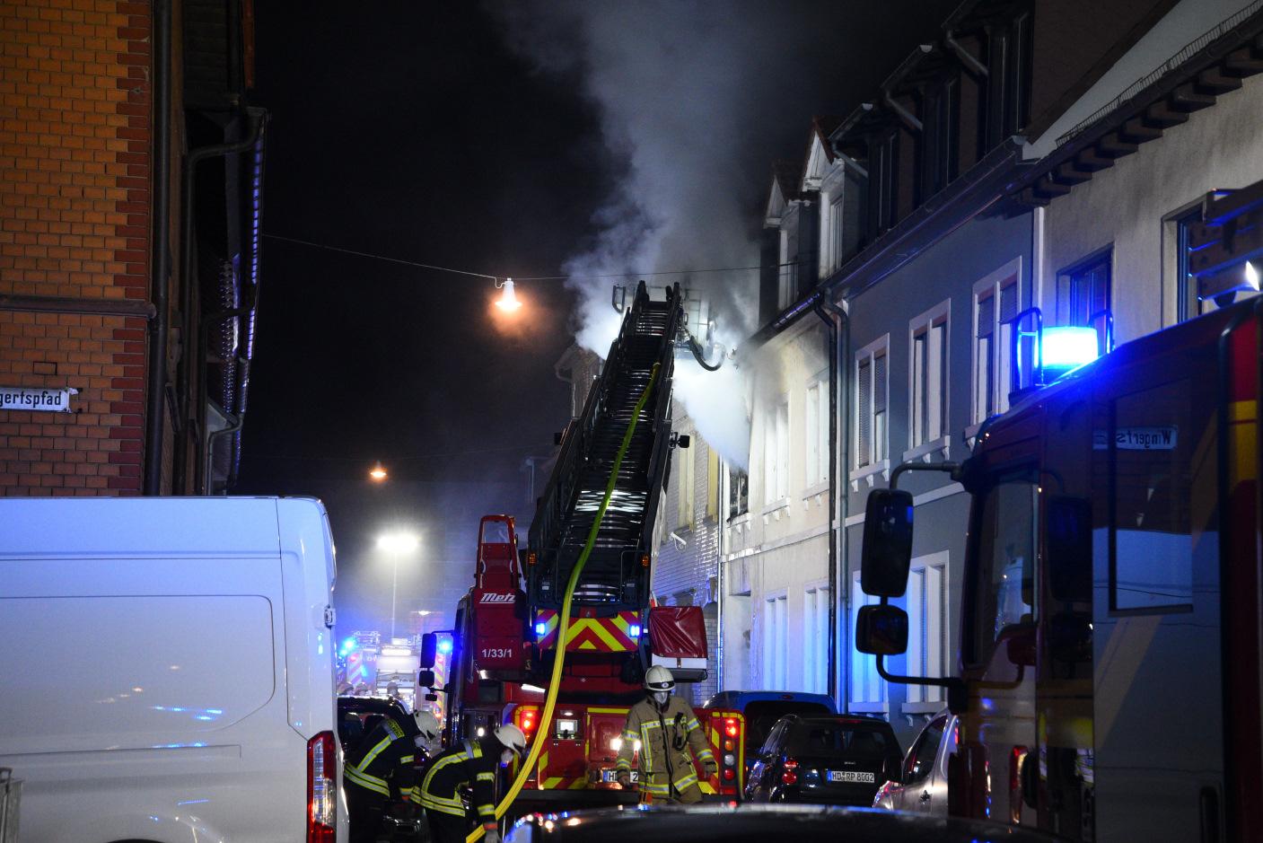 Heidelberg-Kirchheim: Brand in einem Mehrfamilienhaus