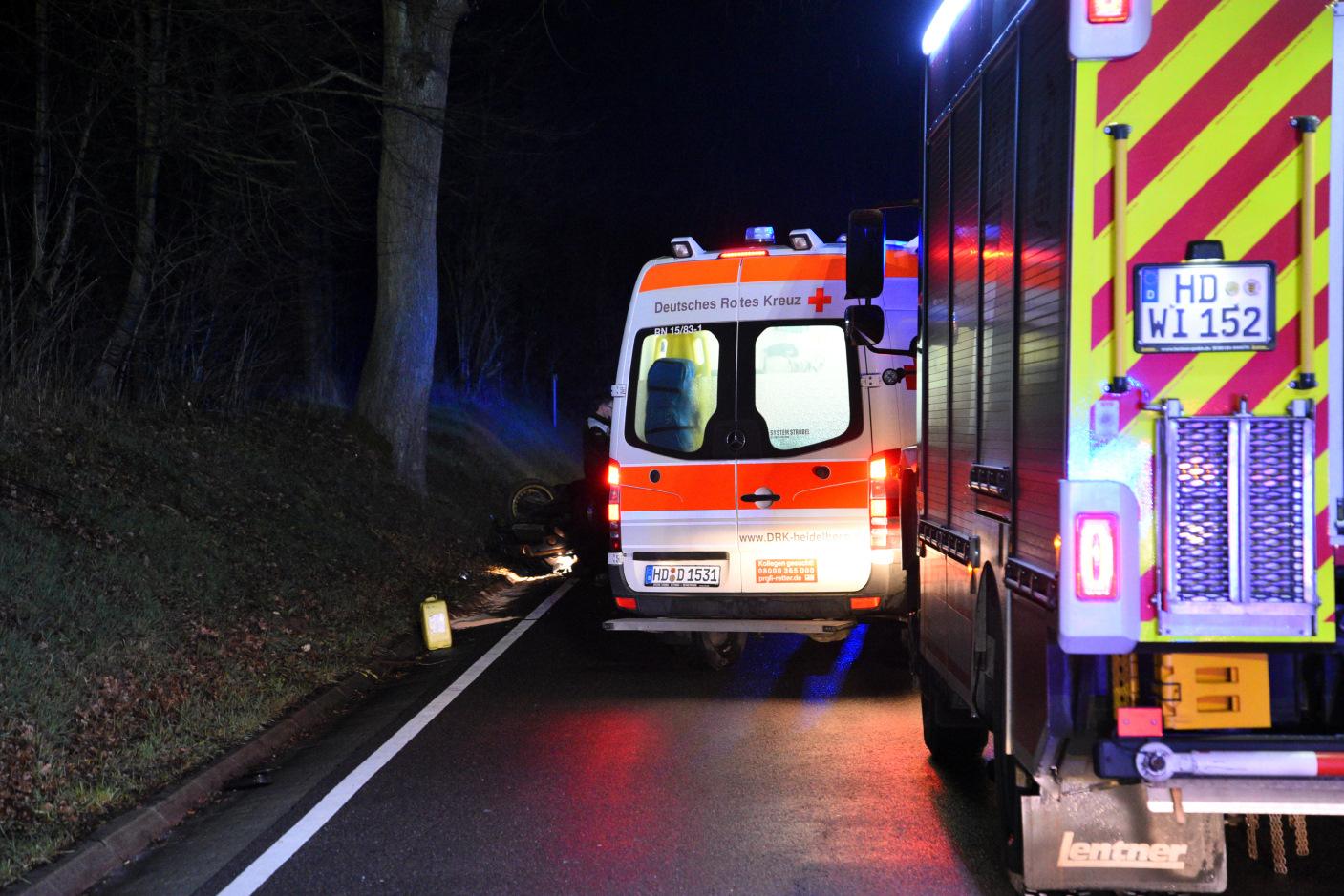 Wiesloch-Baiertal: BMW kommt von Fahrbahn ab und überschlägt sich