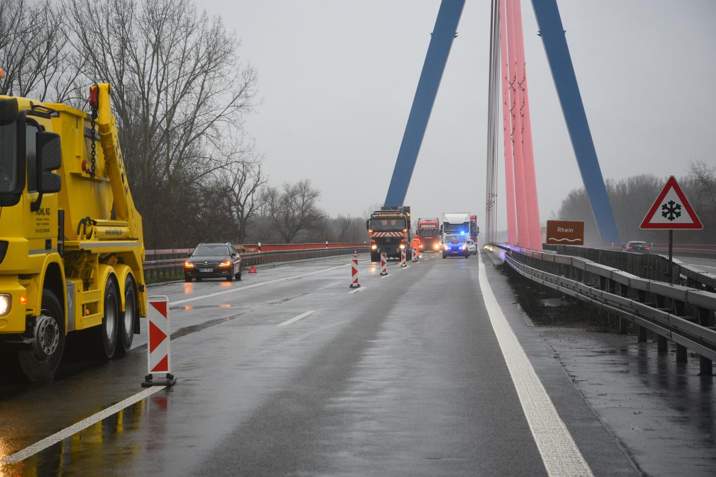 Hockenheim/A61:  Glück im Unglück! Auflieger eines 40-Tonnen-Sattelzuges löst sich während der Fahrt von Zugmaschine