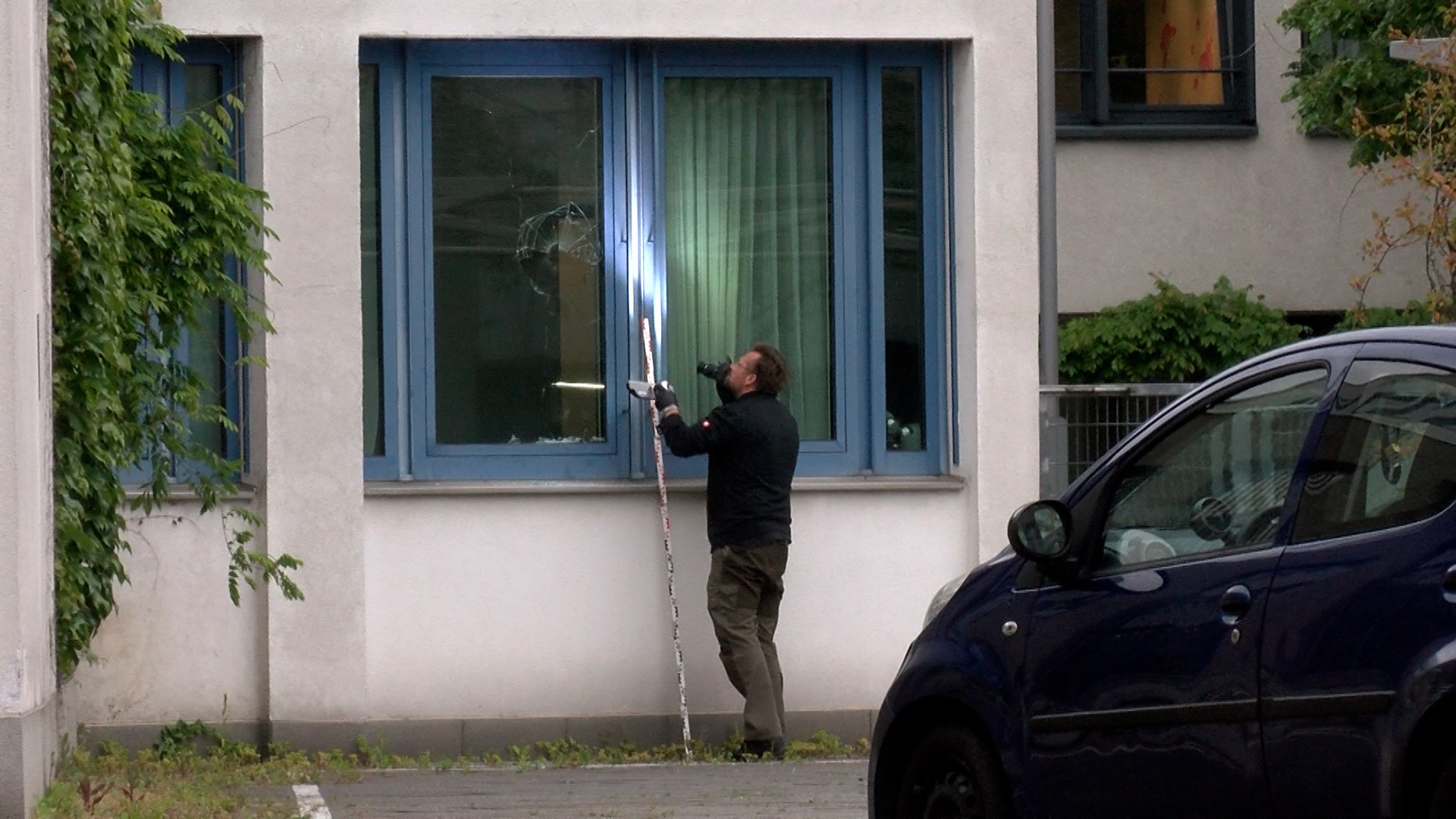 Heidelberg - Bergheim: Fensterscheiben an zwei Dienstgebäuden der Polizei beschädigt