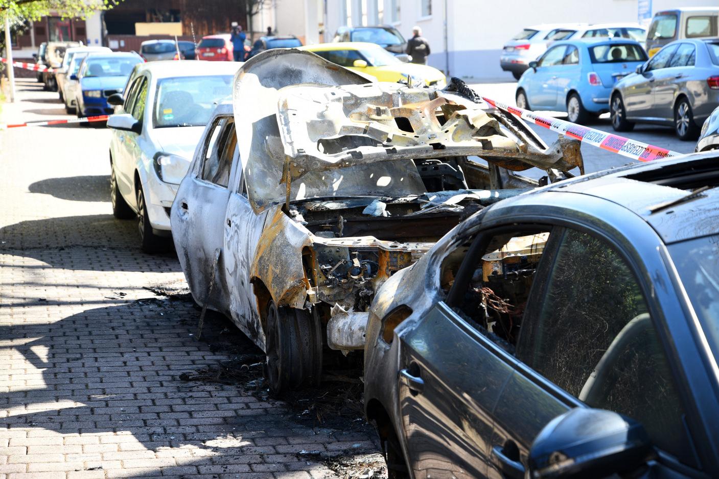 Hirschberg-Leutershausen: Fahrzeuge mutwillig in Brand gesetzt - ca. 75.000.- Euro Schaden