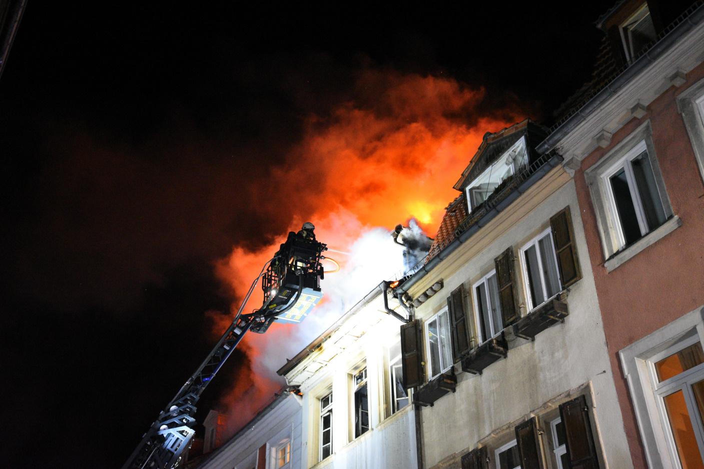 Heidelberg: Brand in Heidelberger Altstadt - drei Häuser derzeit unbewohnbar - Brandort beschlagnahmt - Kripo ermittelt