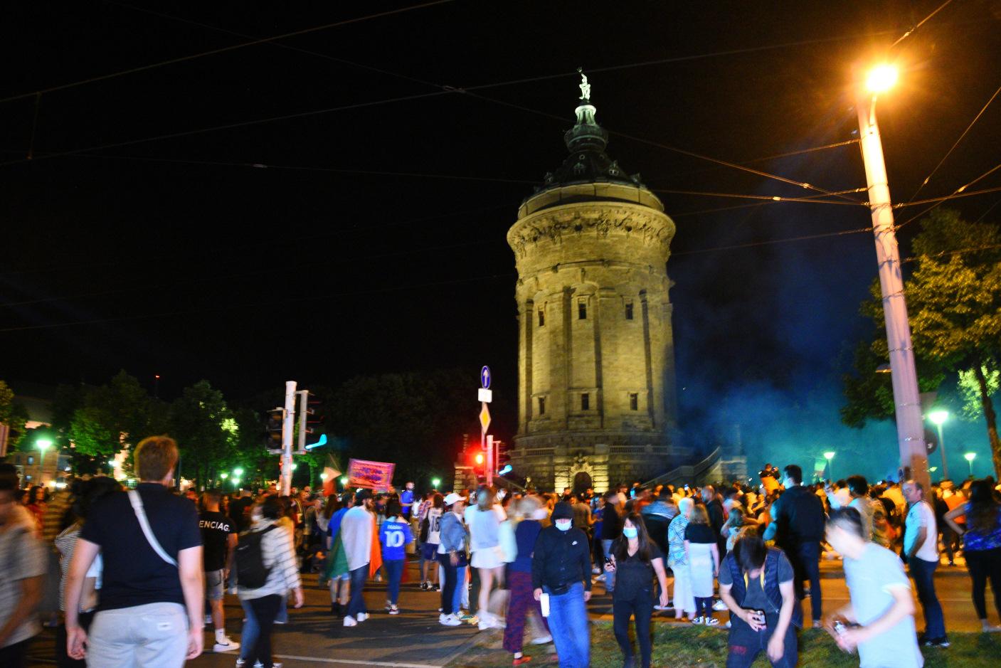 Mannheim/Heidelberg/Rhein-Neckar-Kreis: Autokorsos und feiernde Fans nach EM-Endspiel
