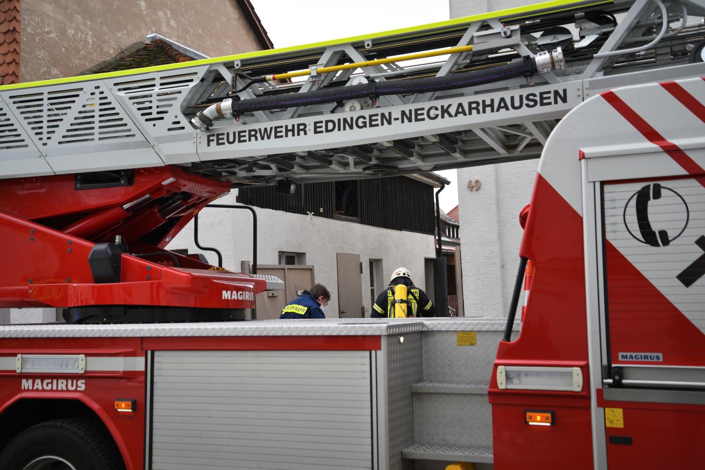 Edingen-Neckarhausen Rhein-Neckar-Kreis: Wohnungsbrand - eine Person leicht verletzt