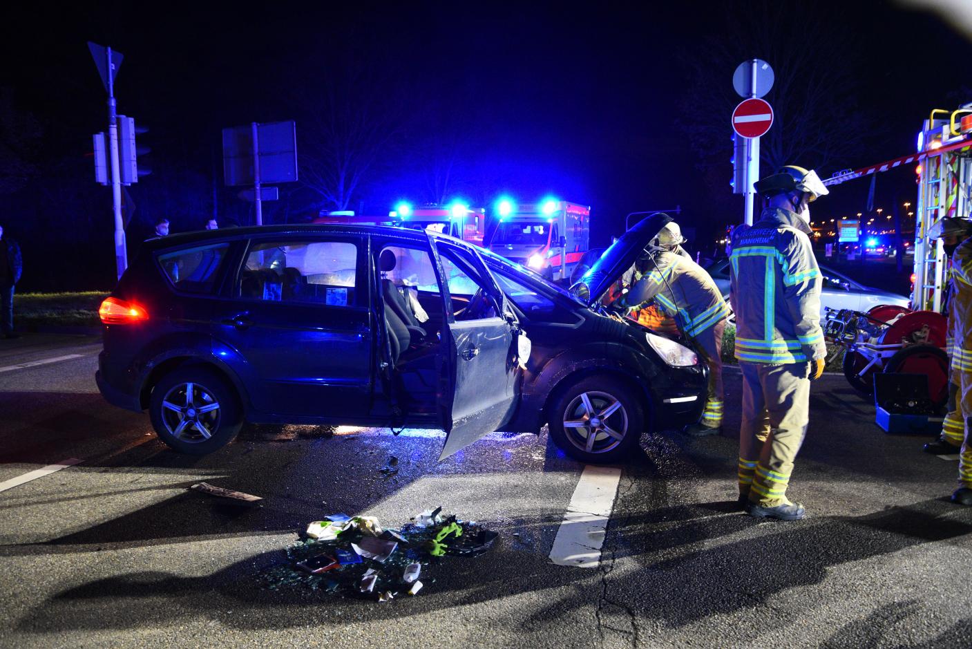 Mannheim: Rotlicht missachtet - vier Personen leicht verletzt