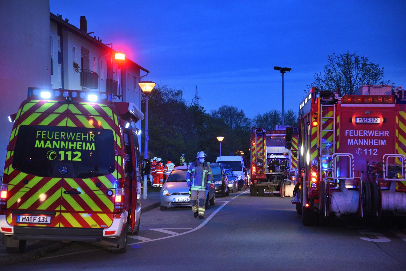 Mannheim: Brand in Mehrfamilienhaus - zwei Leichtverletzte