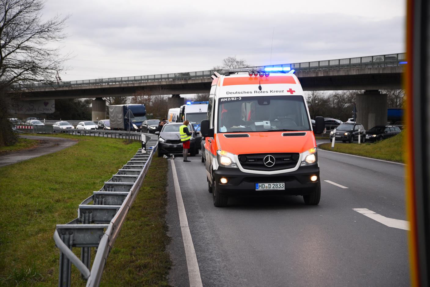 Heidelberg/ B 535: Unfall mit 3 Beteiligten und einem Leichtverletzten
