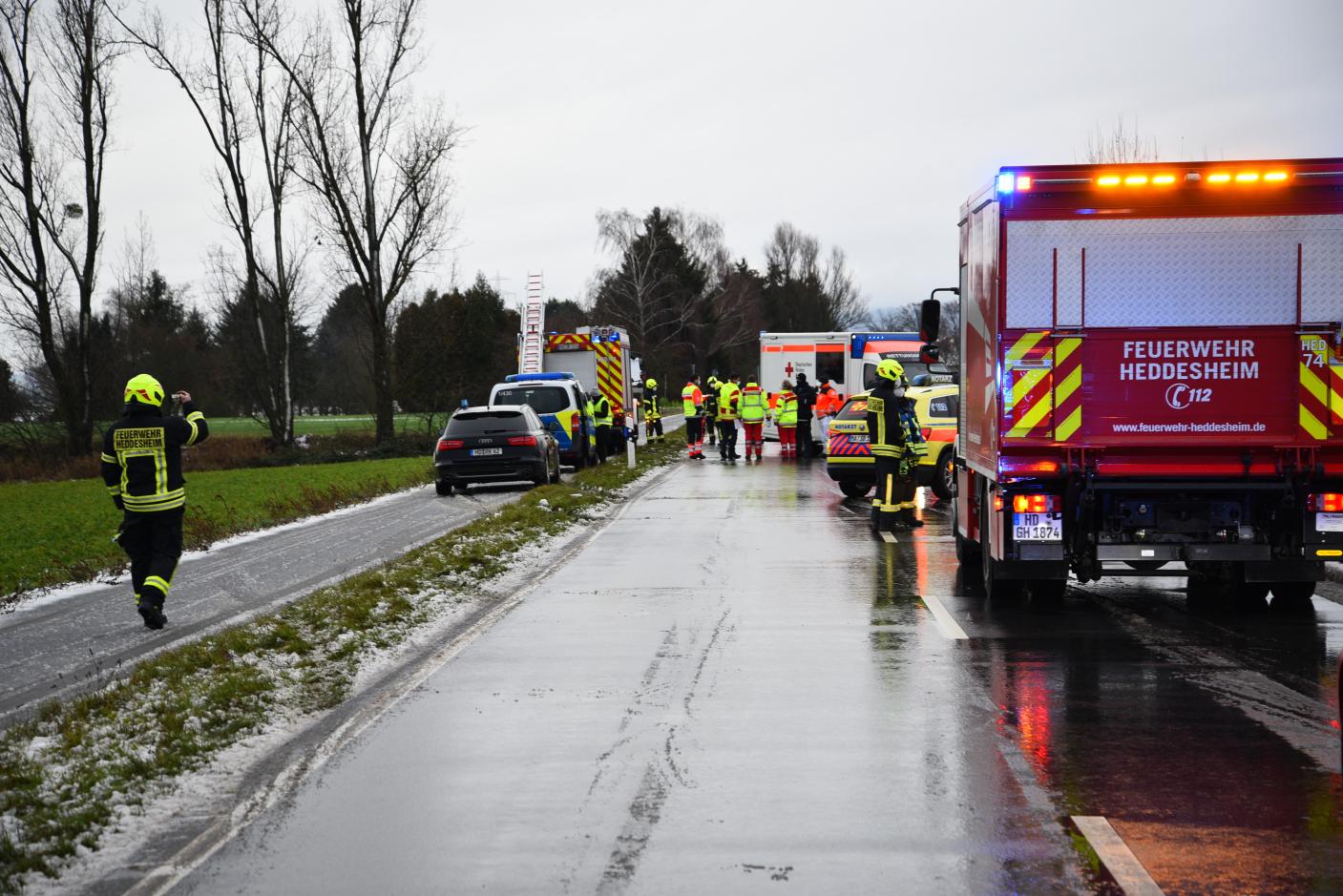 Heddesheim/Rhein-Neckar-Kreis: Auto überschlagen - fünf Verletzte - Vollsperrung Kreisstraße