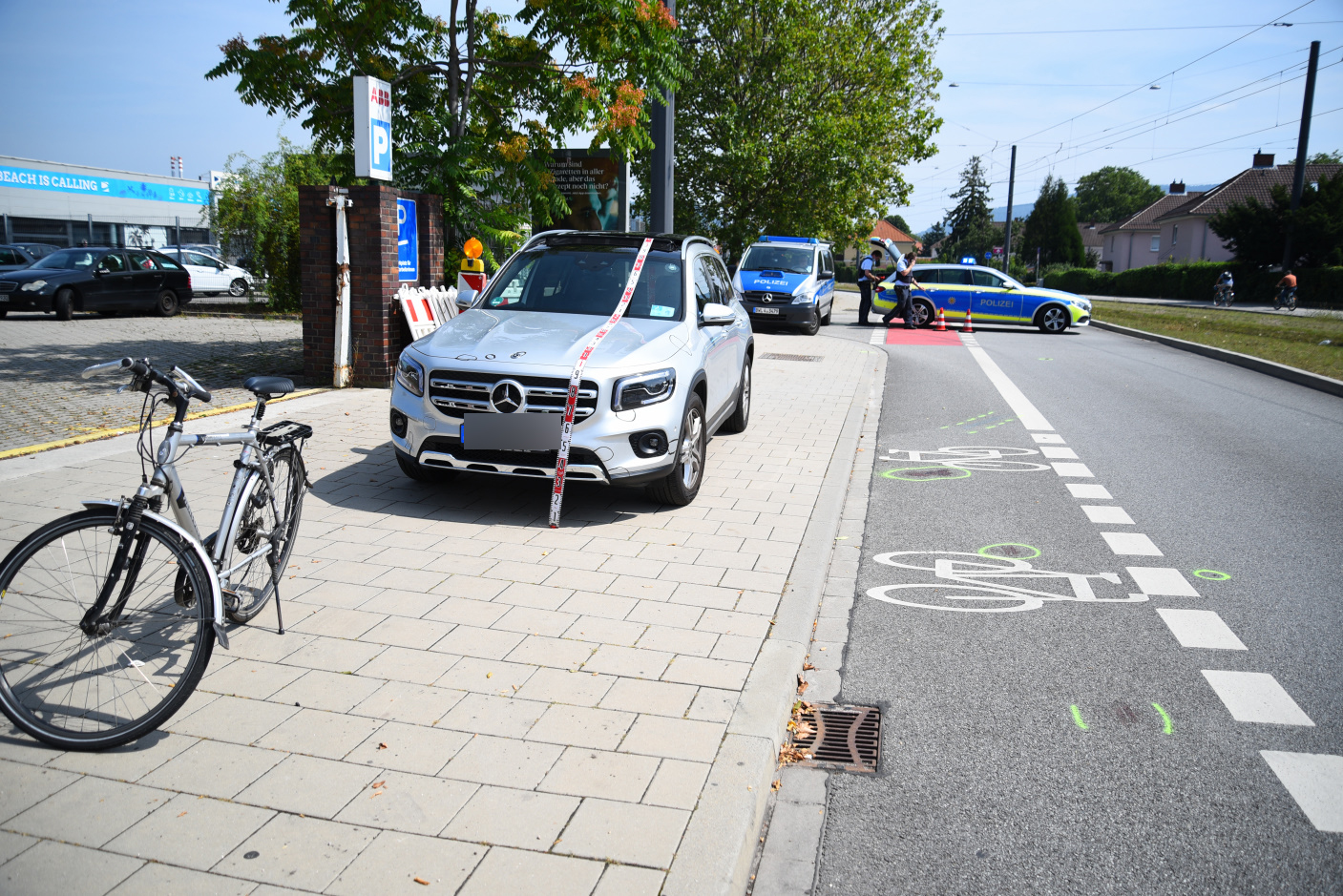 Fahrradfahrer bei Verkehrsunfall lebensgefährlich verletzt - Zeugen gesucht